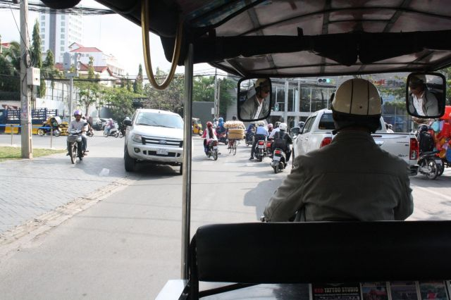 02Phnom Penh Traffic2
